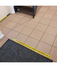 1,5 meter afstand houden aub tape in wachtruimte